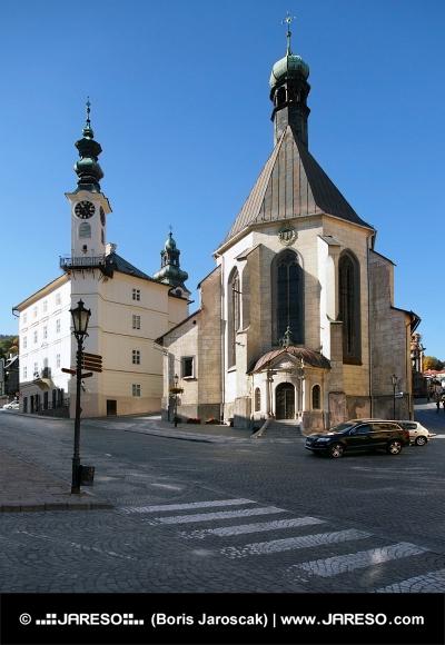 Radnica a kostol v Banskej Štiavnici