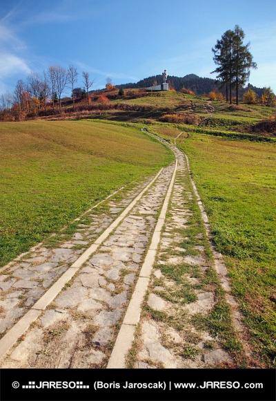 Chodník k pomníku Juraja Jánošíka
