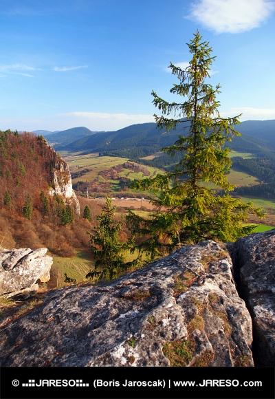 Jesenný výhľad z Vyšnokubínskych Skaliek