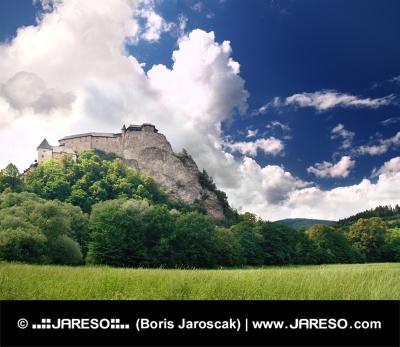 Zelená lúka a Oravský hrad