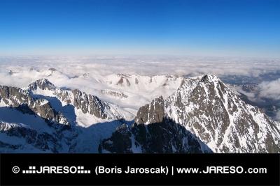 Zimný výhľad z Lomnického štítu vo Vysokých Tatrách